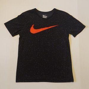 Classic Nike big swoosh tee